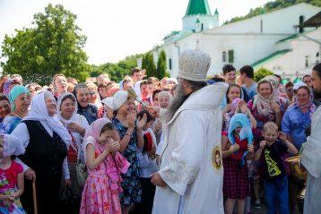 6 июня. Крестный ход после Божественной литургии в Вознесенском Печерском монастыре (фото Александра Чурбанова)