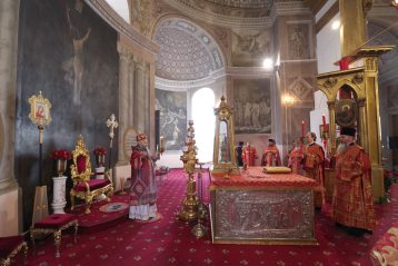 26 сентября. Божественная литургия в Воскресенском кафедральном соборе Арзамаса (фото Алексея Козориза)