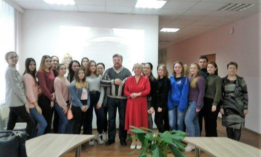 В Нижнем Новгороде открылась выставка картин преподавателя воскресной школы Троицкой церкви в Копосове художника Алексея Павлова