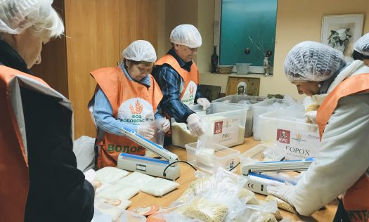 Социальный отдел Нижегородской епархии в очередной раз организовал фасовку продуктовых наборов в рамках акции «Народный обед»