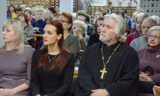 Священник Воскресенского благочиния стал гостем «Рождественской гостиной» в городском Доме книги