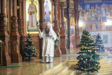 6 января. Во время Божественной литургии в Никольском соборе Нижнего Новгорода (фото Александра Чурбанова)