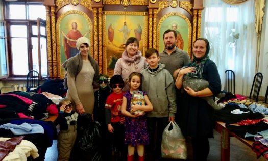 В Нижнем Новгороде состоялась благотворительная акция по передаче нуждающимся семьям новой одежды