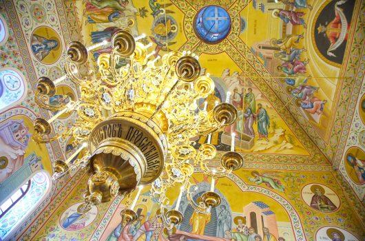 29 февраля. В Успенском храме Выксунского Иверского женского монастыря (фото Александра Чурбанова)