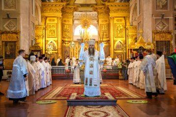 20 августа. Во время Божественной литургии в Воскресенском соборе Арзамаса (фото Александра Чурбанова)