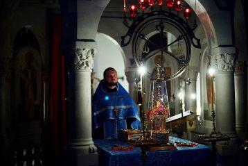 28 августа. Ночное богослужение в Пантелеимоновском храме Приокского благочиния (фото отдела Нижегородской епархии по делам молодежи)