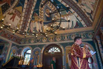 9 августа. Божественная литургия в Пантелеимоновском храме Автозаводского благочиния (фото благочиния)