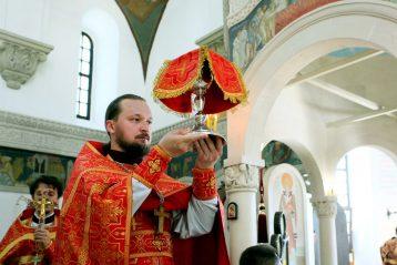 9 августа. Божественная литургия в Пантелеимоновском храме Приокского благочиния (фото благочиния)