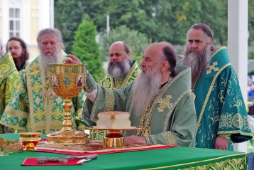1 августа. Божественная литургия на Соборной площади Серафимо-Дивеевского монастыря (фото Алексея Козориза)
