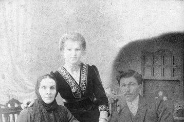 Родители будущего владыки Николай Ильич, Варвара Ивановна и бабушка Мария Евдокимовна