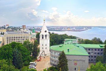 12 июня. Колокольня Нижегородского кремля (фото Александра Фролова)