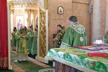 21 июня. Божественная литургия в Староярмарочном соборе Нижнего Новгорода (фото Алексея Козориза)