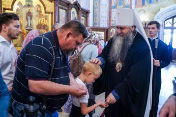 25 июля. После Божественной литургии в Александро-Невском кафедральном соборе (фото Александра Чурбанова)