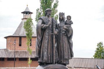 30 июля. Памятник святому князю Димитрию Донскому и его жене Евфросинии в Нижегородском кремле (фото Александра Чурбанова)